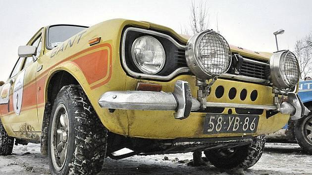 Účastníci rallye The Winter Trial zastavili v Letohradu. Dvůr Muzea řemesel zaplnilo 75 historických závodních vozů značek Porsche, Jaguar, Volvo, BMW nebo Alfa Romeo.