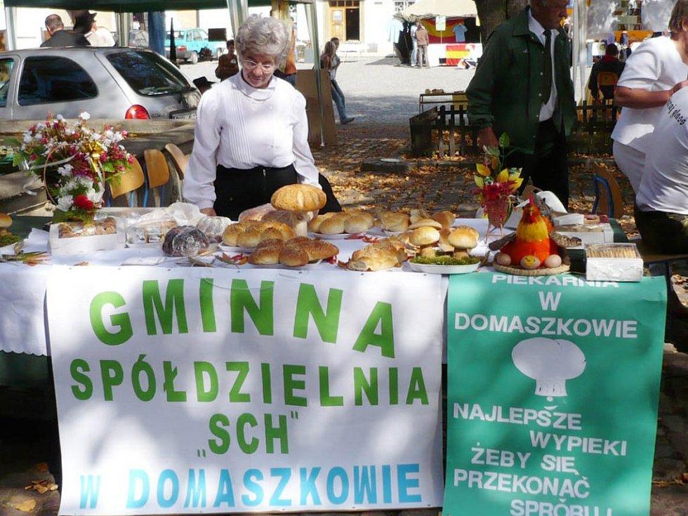 Stánek s prezentací polského pečiva.