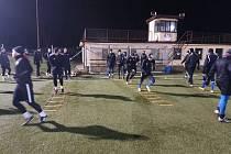 Cvičení rychlých nohou v žebříku nesmí v přípravě fotbalistů chybět. Výjimkou není ani Ústí nad Orlicí.