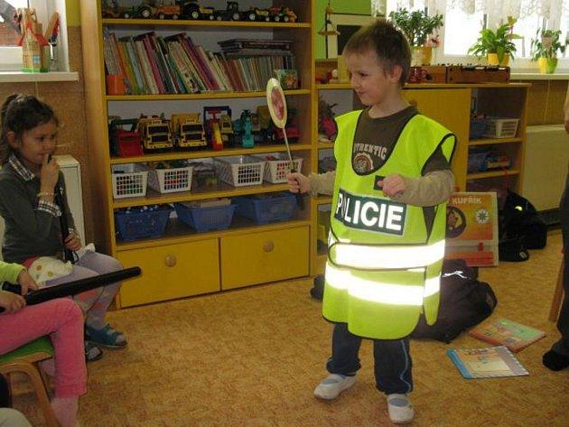 Policisté udětí vobci Cotkytle.