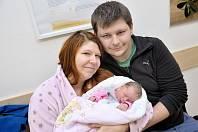 Ema Chlebounová se narodila 9. 1. v 15.02 hodin. Vážila 2,680 kg a s rodiči Silvií Pokornou a Tomášem Chlebounem bude doma v Knapovci.