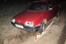 Mladistvý sedl za volant podnapilý, jízdu ukončil nárazem do dopravní značky.