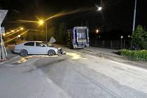 Opilý řidič narazil do auta popelářů
