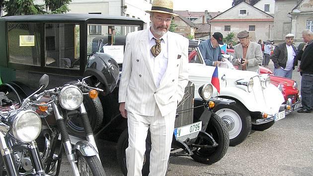 Letos klub z Červené Vody uspořádal již 15. ročník tradičního srazu historických vozidel a závodu, jenž se nevyznačuje rychlostí, ale elegancí strojů i jejich posádek.