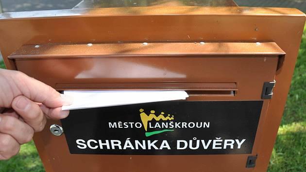 Schránka důvěry v Lanškrouně.