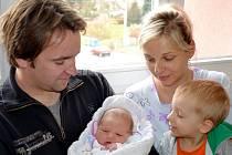 Šimon Dlouhý bude doma v Českých Heřmanicích s rodiči Klárou a Janem i bratrem Kryštofem. Narodil se 9. listopadu v 16.22, kdy vážil 3,59 kg.