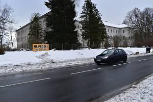 Opuštěný areál bývalého výchovného ústavu v Králíkách.