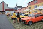 Druhý zářijový víkend se sešli v Chocni fanoušci veteránů vozů značky Opel.