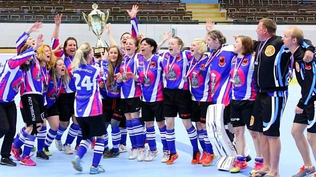 Stříbrné hokejbalistky letošního mistrovství České republiky z České Třebové.