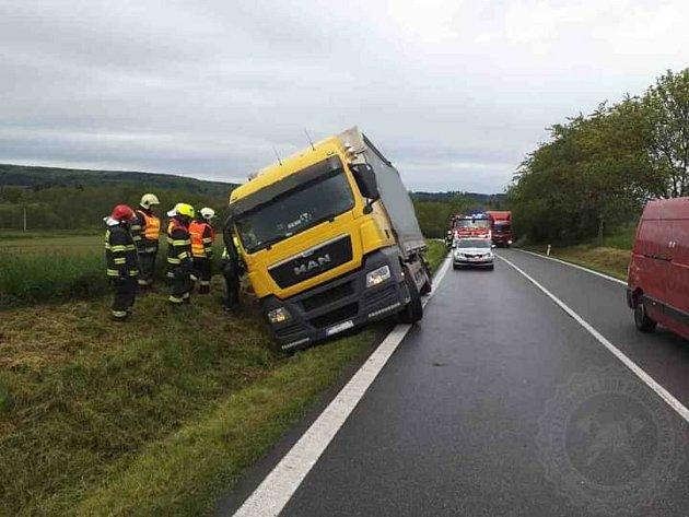 Nehoda kamionu uTřebovic. Řidiči musí počítat skyvadlovou dopravou.