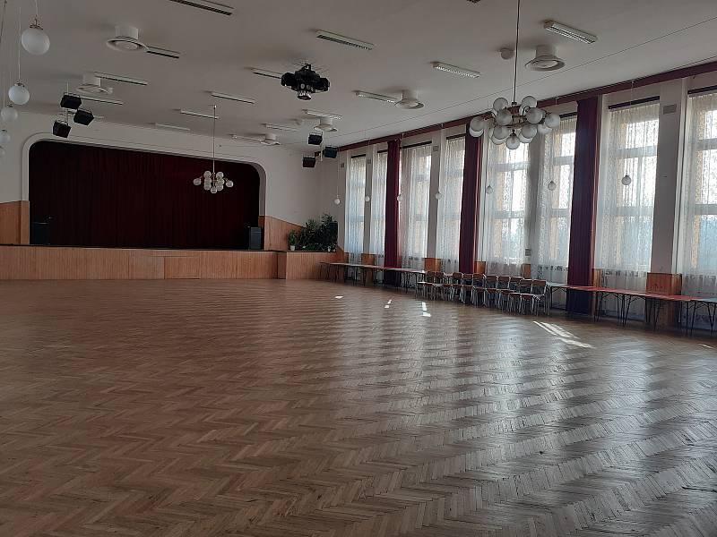Současná podoba společenského sálu VOŠ a SŠ technické v České Třebové.