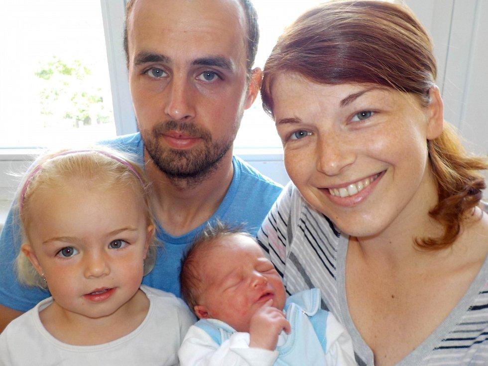Antonín Pražák je po Vendulce druhý přírůstek do rodinky Lucie a Romana z Českých Heřmanic. Narodil se s váhou 3840 g dne 19. 5. v 6.06 hodin.