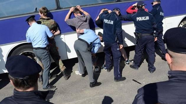 Cvičení s polskými policisty.