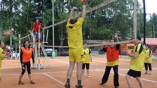 Turnaj v přehazované v Dřevěnici.