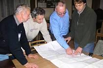 Projektant Daniel Filip (vpravo) při jednání s představiteli Brandýsa.