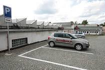 V areálu ústecké Perly vznikla první parkovací místa.