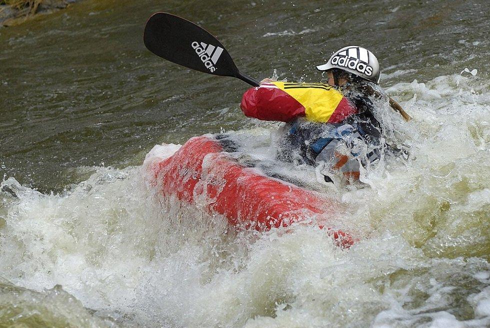 Mistrovství České republiky na divoké vodě ve freestylu se konalo v Sopotnici.