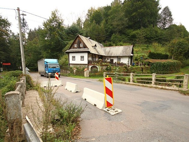Silnice přes Hrádek. Ilustrační fotografie.