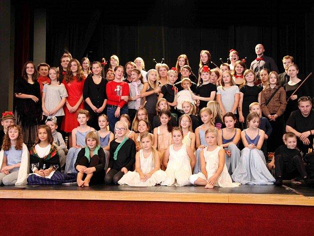 Momentka z jednoho z představení žáků Základní umělecké školy Choceň.