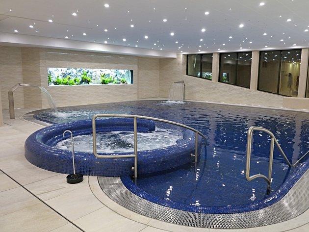 V Rehabilitačním ústavu Brandýs nad Orlicí vyrostl nový bazén pro rozcvičování pohybového aparátu pacientů.
