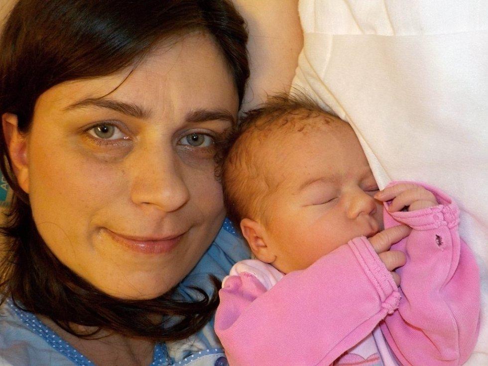 Helena Pavelková přišla na svět dne 12. 12. v 20.55 hodin a při narození vážila 3060 g. Doma v Újezdu u Chocně ji přivítají rodiče Jana a Petr, i sestřička Barča.