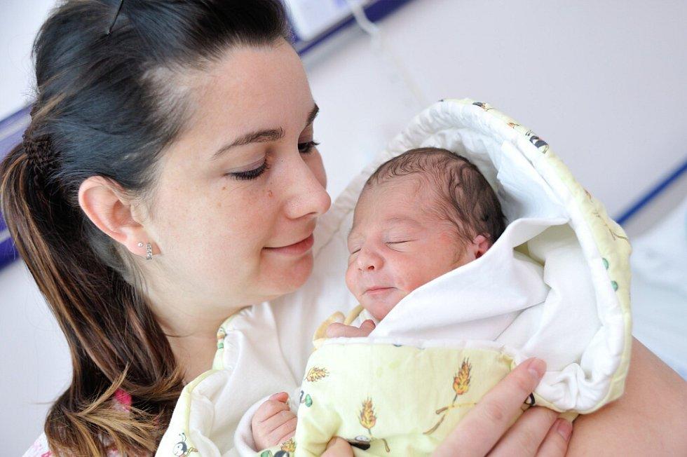 Mikuláš Berka, tak se jmenuje první potomek Anny a Filipa z Bystřece . 28. března v 11 hodin vážil 3,04 kg.