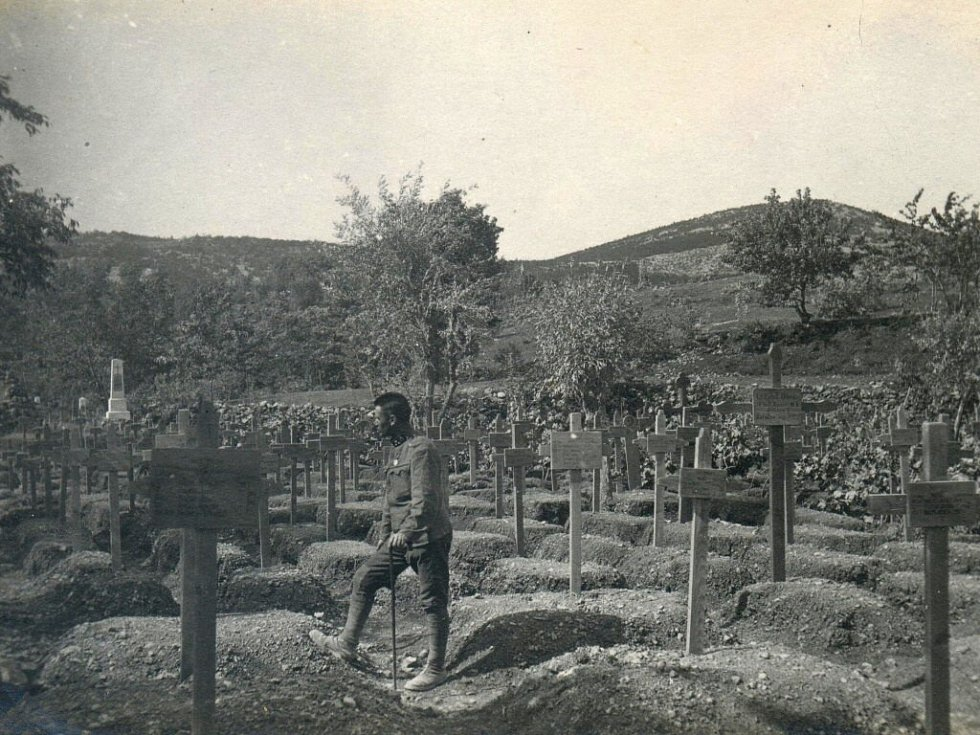 1917. Hřbitov, blíže osady Suta.