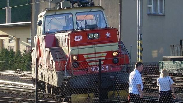 Vykolejená lokomotiva v Ústí n. O.
