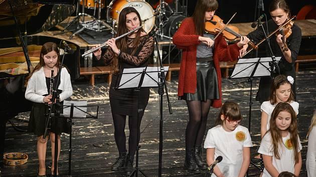 Dva takřka vyprodané vánoční koncerty za sebou má letohradská Základní umělecká škola Alfonse Muchy.