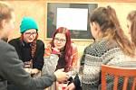 """Výstava grafičky Denisy Váňové z ústecké """"umprumky"""" v Café Robinson v Pardubicích."""