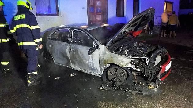 Hořelo auto v Červené Vodě