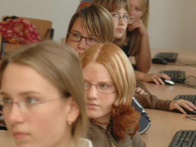 Z nové multimediální učebny v orlickoústeckém gymnáziu.