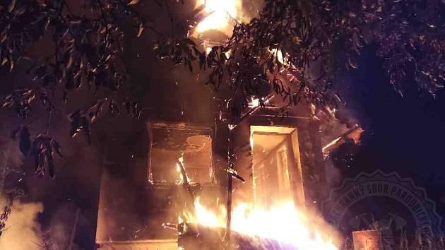 V Chocni hořel zahradní sklad v chatové oblasti