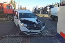 Střet auta s vlakem ve Vysokém Mýtě
