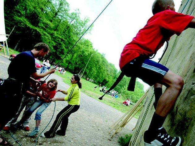 Příměstský tábor charity v Letohradu má v programu také návštěvu areálu v Cakli.