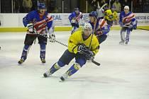 Choceňští hokejisté v utkání s Litomyšlí.