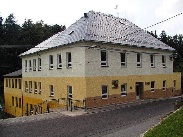 Škola v Nekoři.