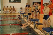 Superfinále Okresní školní ligy plaveckých štafet v Rychnově nad Kněžnou.