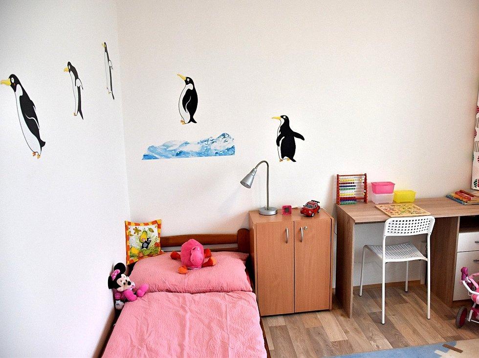 Děti v nouzi mají nový byt.