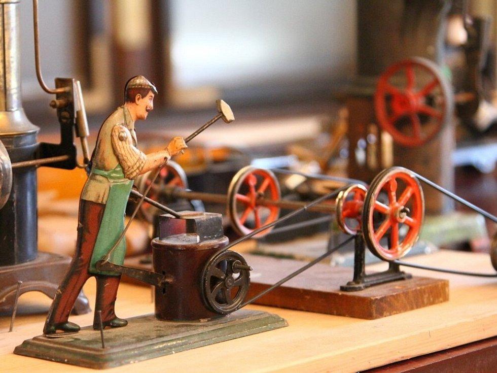 """Z výstavy Technické hračky 1850 – 1960""""."""