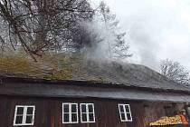 Požár roubenky ve Výprachticích