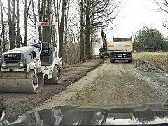 Silnice mezi Semanínem a Třebovicí je v tristním stavu.