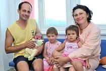 Jonáš Ouřetský bude doma v Nasavrkách s rodiči Alenou a Petrem i sestřičkami Anežkou a Radkou. Když se 27. srpna ve 23.26 narodil, vážil 4 kg.