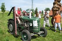 V Sopotnici se konala výstava staré zemědělské techniky, veteránů i vozidel z dob socialismu.