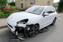 Nehoda dvou osobních automobilů v Lanškrouně.
