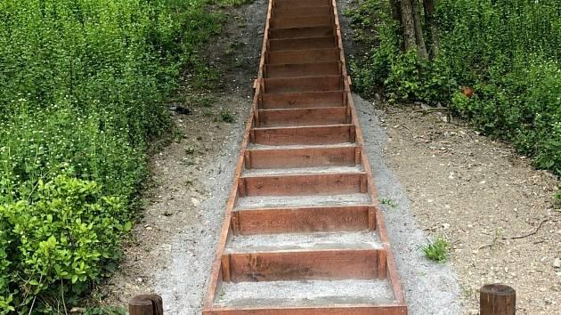 Ve sportovně relaxačním areálu na Vinicích ve Vysokém Mýtě vyrostlo výběhové schodiště s celkovým převýšením 18 metrů.