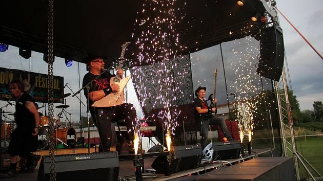 Kreyson, Autobus, Alžběta, Rimortis a další... To bylo lákadlo třetího ročníku Rockového festivalu v Běstovicích u Chocně, který se konal v sobotu 22. června. Foto: Bohumil Bečička