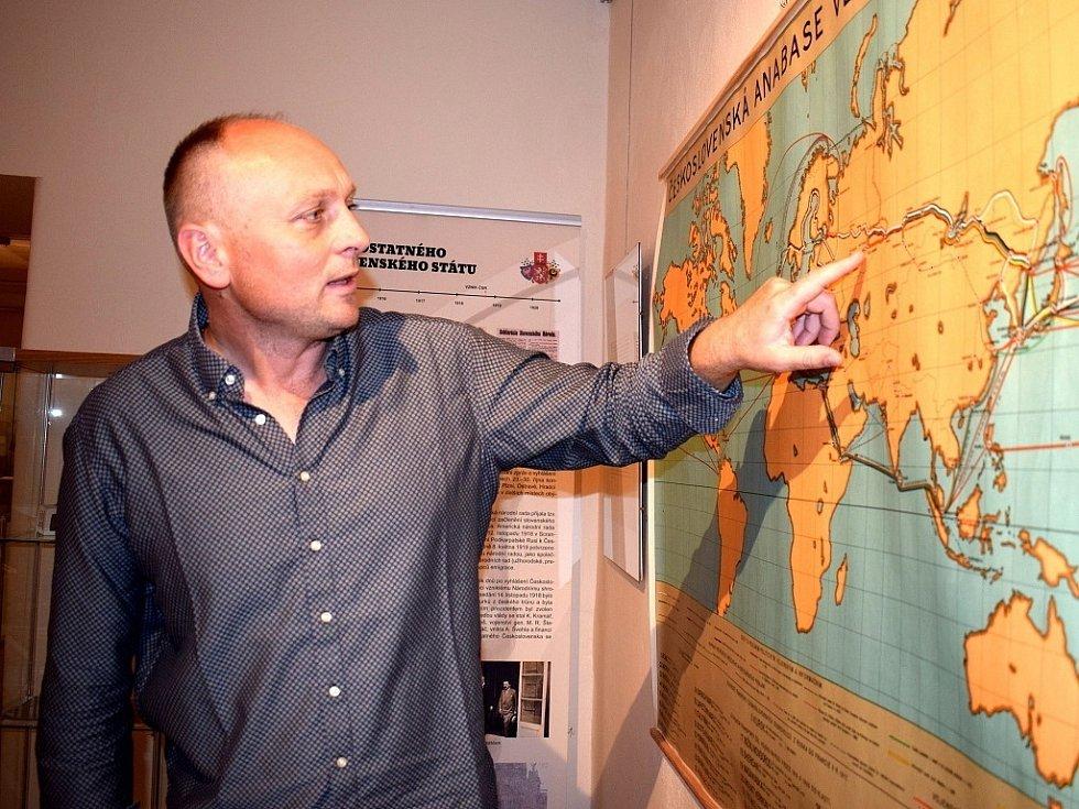 Historii legionářů přibližuje výstava ve vysokomýtském Regionálním muzeu. Jeho ředitel Jiří Junek se v srpnu vydá po stopách legionářů Transsibiřskou magistrálou.