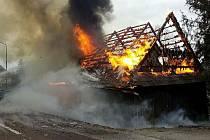 Chalupa v Lukavici u Žamberka vyhořela do základů.