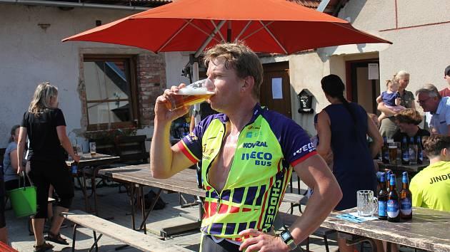 Běh, cyklo a pivo - tak vypadal další ročník triatlonu na Orlovech.
